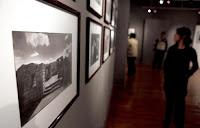 Exposición fotográfica de Martín Chambi sobre Machu picchu, conmemorando los 100 años del descubrimiento de la ciudadela al mundo. Foto: ANDINA/Alberto Orbegoso