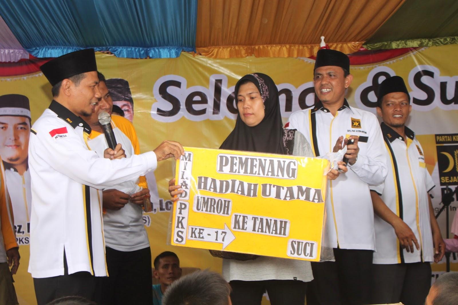 Berniat Umrohkan Orang Tua, Dua Warga Medan Dapat Hadiah Umroh Milad PKS