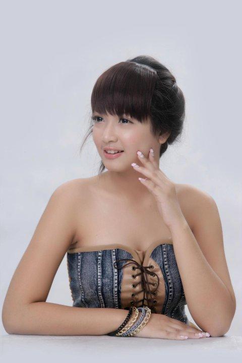 San Yati Moe Myint - Cute Studio Portraits