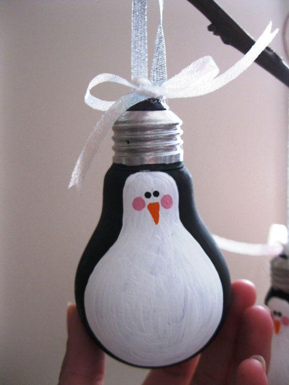 Поделка пингвин из лампочки