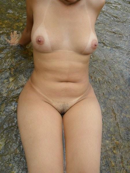 Amadora Gostosa Tomando Banho No Rio