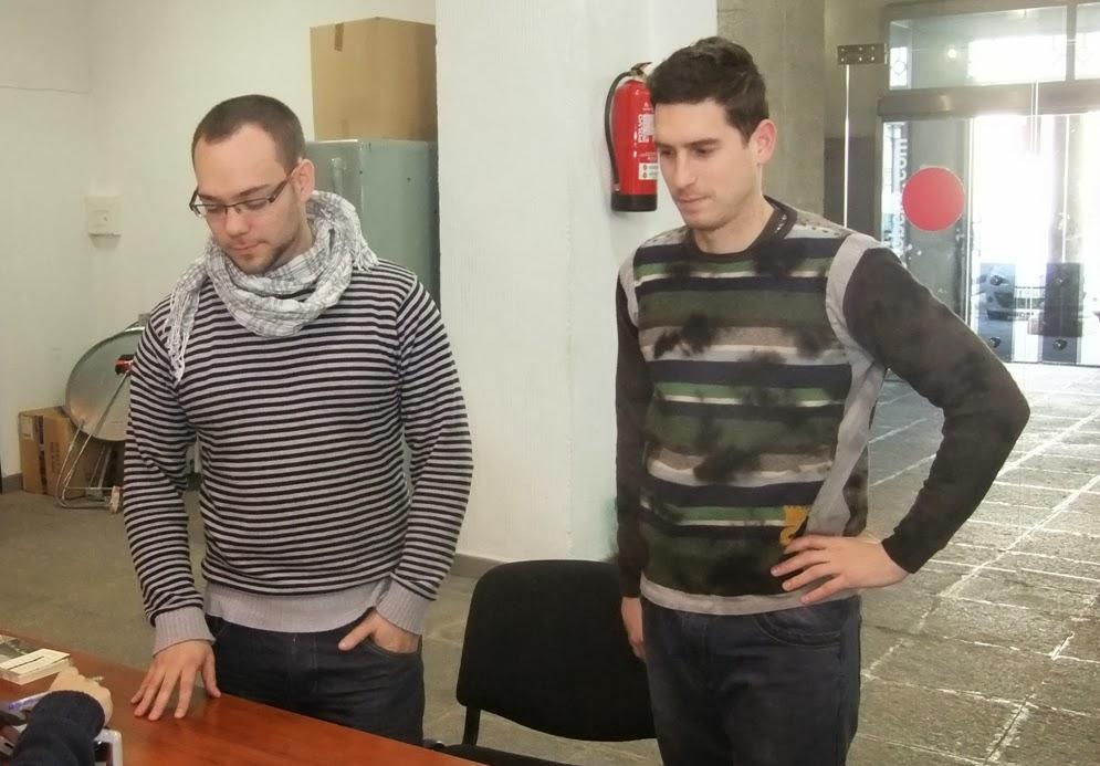 Miguel Flores y Miguel rodero durante el registro de la moción en el ayto