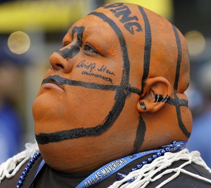 Bola de basquete na cabeça!