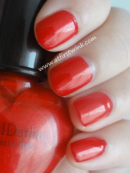 Etude House Luci Darling Fantastic Nails Shimmering nail polish 05 - Garnet red on nails, swatches