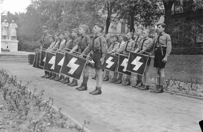 the hitler youth 1933 1939 essay