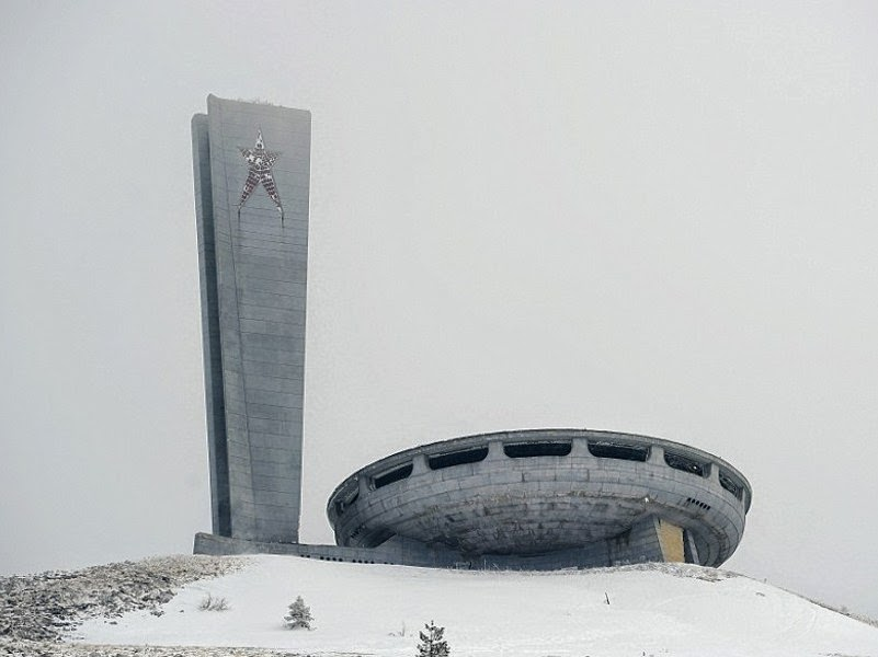 Bangunan Mirip UFO