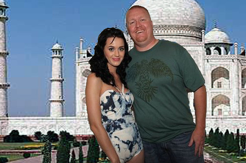A creeped-out Katy Perry posed with a excitable Ski in front of the Taj ...