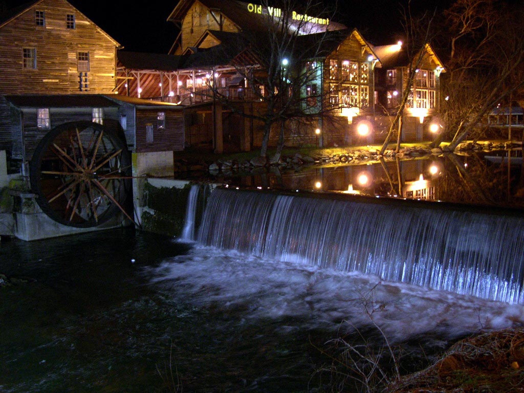 Escorts pigeon forge tn Group Rates & Packages, Hatfield & McCoy Dinner Feud