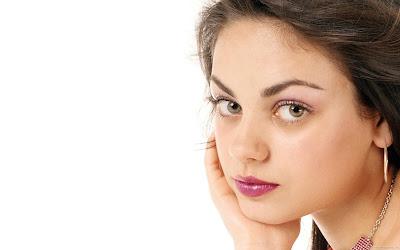 Beautiful Actress Mila Kunis Wallpaper
