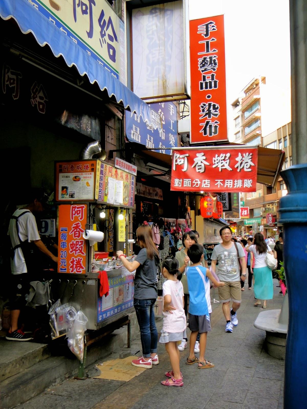 Fried Gyoza Stall at Tamsui Old Street Taiwan