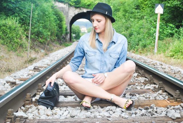 denim on denim, H&M white denim shorts, H&M denim shorts new collection, zara leather lunch bag, H&M fedora hat, park lane sandals, park lane animal print sandals