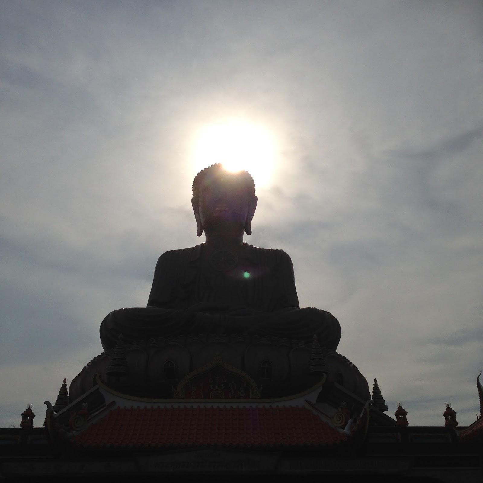 Wat Machimmaram - Sun behind Buddha