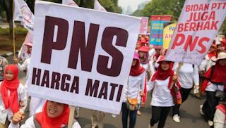 Tenaga Kesehatan Bidan PTT Diangkat PNS 2016