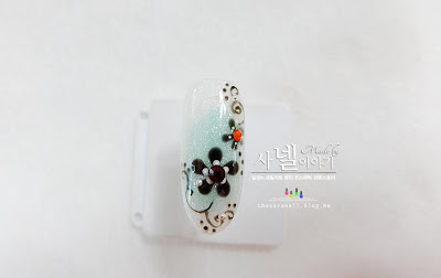 floral nail with a dotting tool