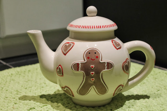 Gingerbread Man Tea Pot Mugs, Tea Set