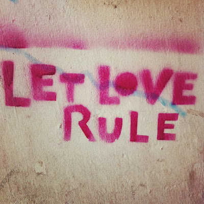Let love rule Streetart