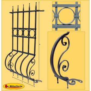 Portail fer forg a propos de la grille et du portail en for Modele de grille de fenetre en fer forge