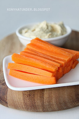 carrot_sticks_with_hummu