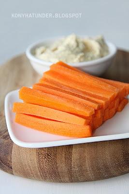 carrot_sticks_with_hummu