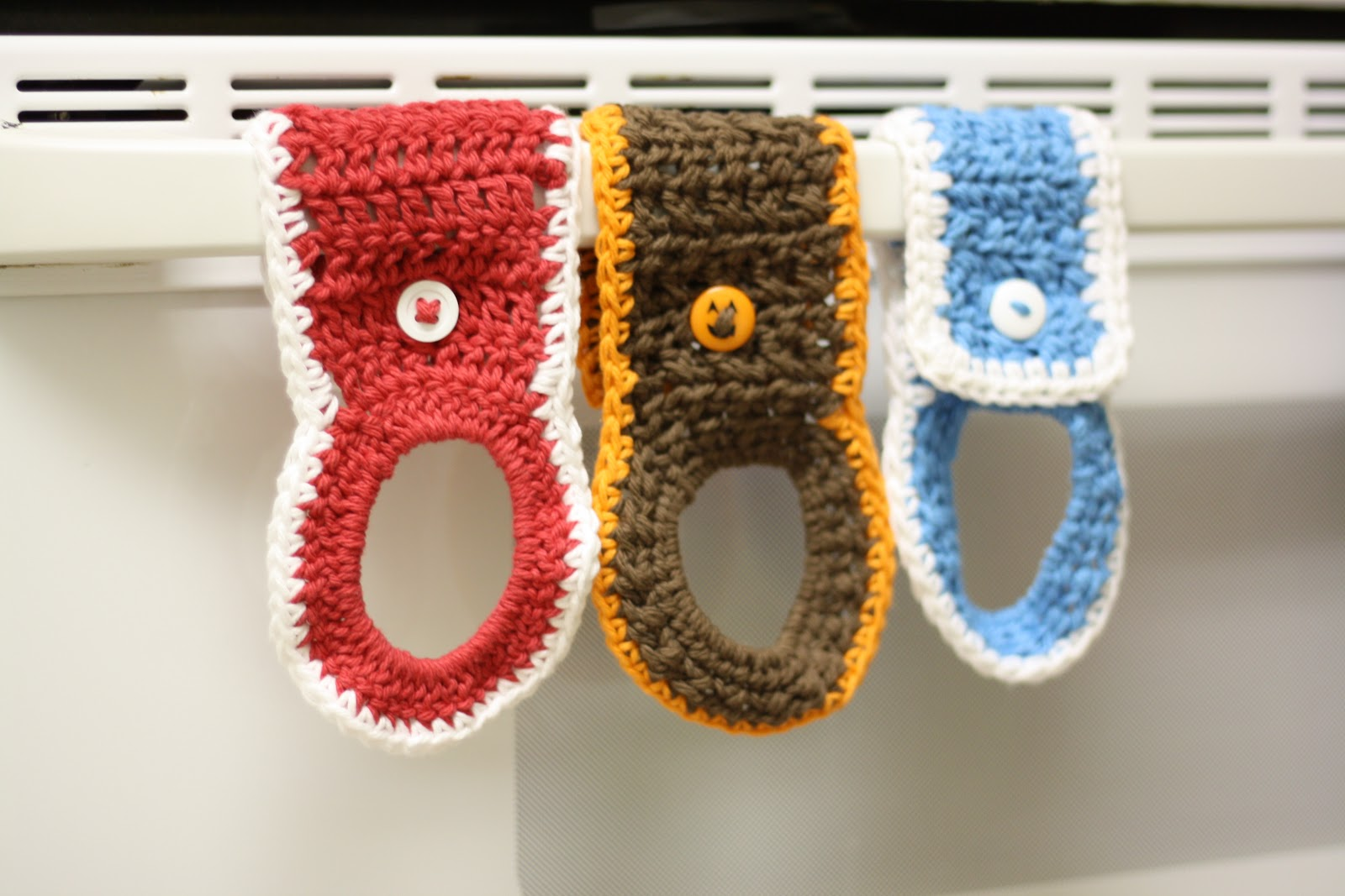 Crochet Patterns For Kitchen Towel Holders : Tales of a Crafty Mommy: Crochet Towel Holder Ring Tutorial