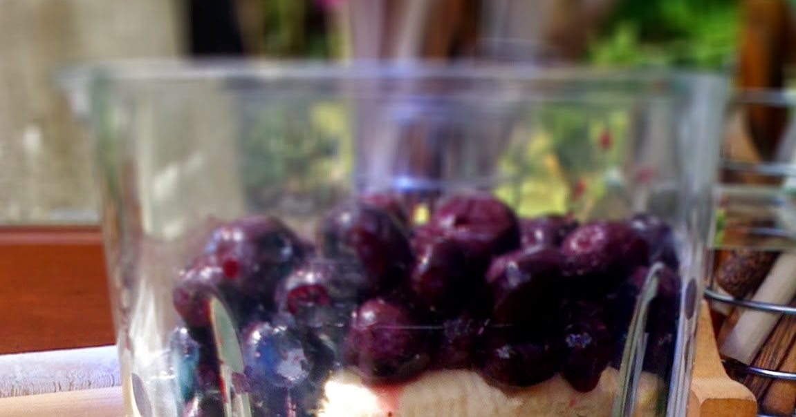 Vegan Recipes: Spinach, banana, blueberry and apple smoothie