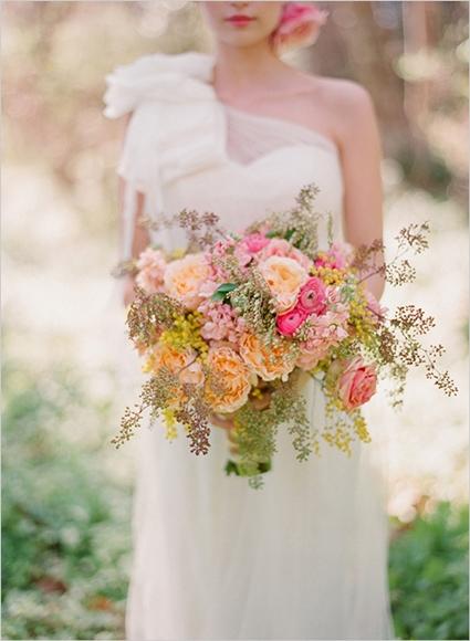 rörig bukett, boho bukett, massa bär bukett, messy bouquet, berry bouquey, lovely mess bouquet