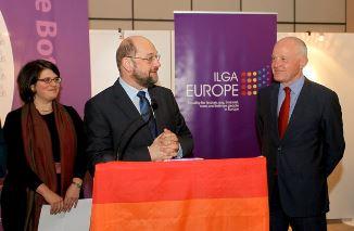 """Martin Schulz confirmă că va legaliza """"căsătoria"""" și adopția de copii pentru homosexuali"""