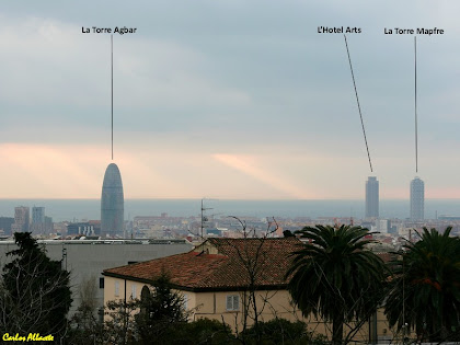 La Torre Agbar i les Torres Mapfre i Hotel Arts des de l'Avinguda Mare de Déu de Montserrat. Autor: Carlos Albacete