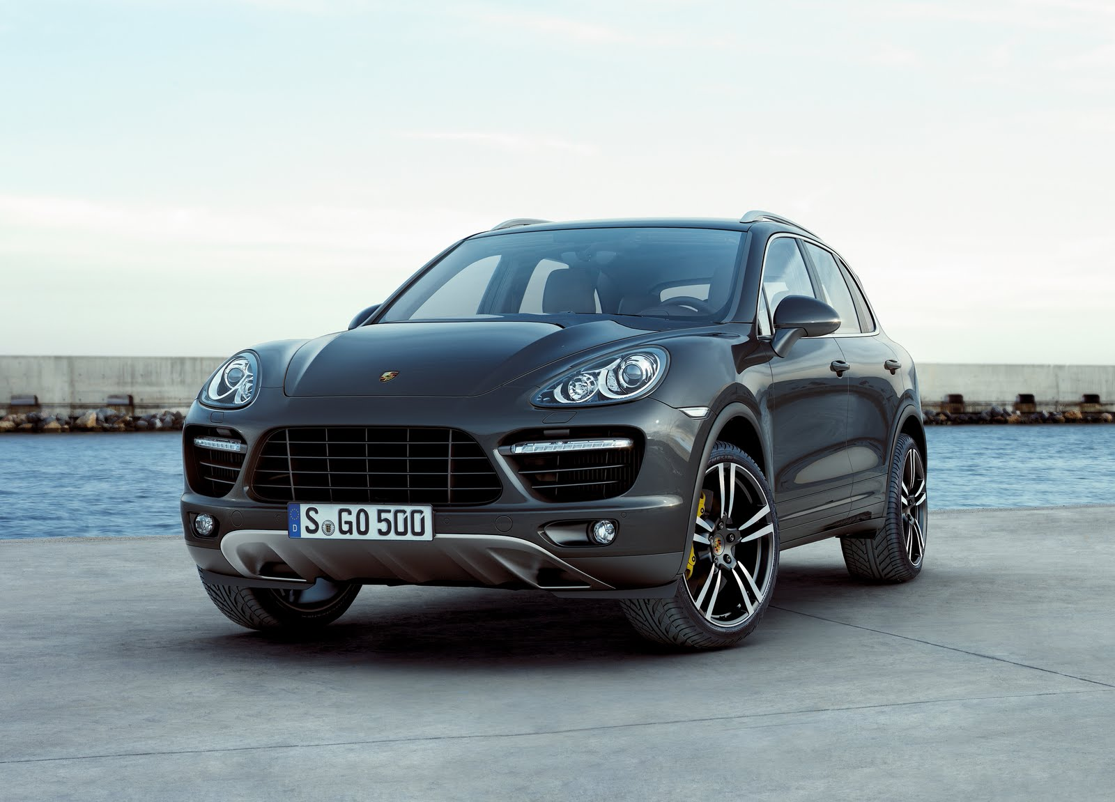 cars world porsche cayenne 2010 turbo. Black Bedroom Furniture Sets. Home Design Ideas