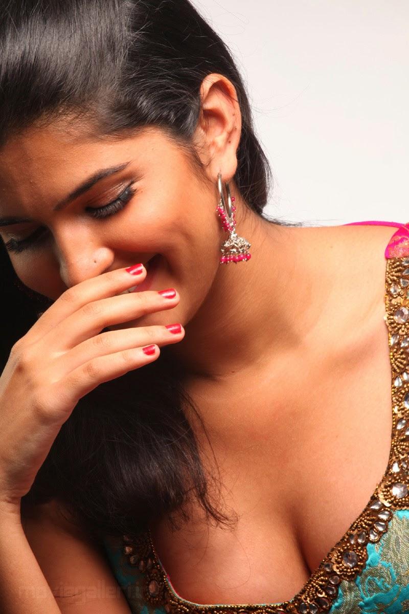 lekar hum deewana dil actress name,hot pics,free hd wallpapers,deeksha seth gallery