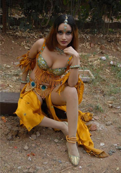 anu vaishnavi glamour  images
