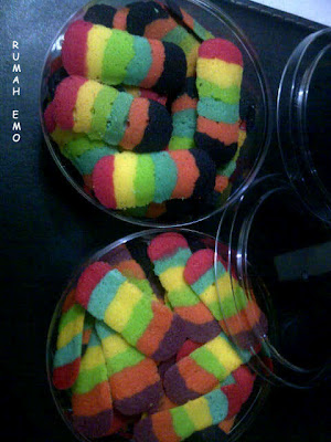 Kue Kering Lidah Kucing Rainbow (Pelangi)