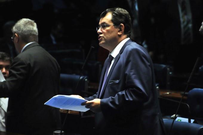 Interior do AM vai contar com novos médicos, anuncia Eduardo no Senado