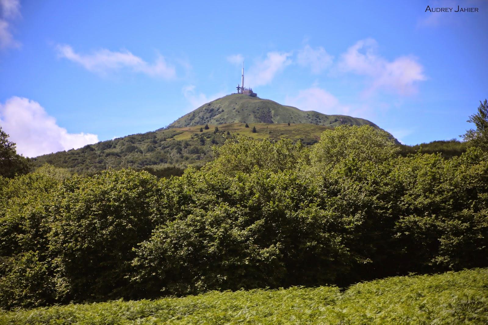 Auvergne-volcan-puy-pariou