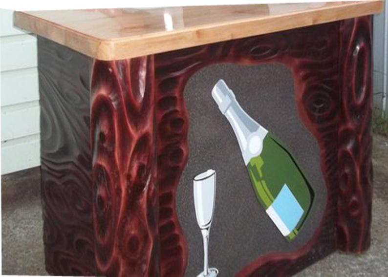 Letreros en madera bares y mas muebles for Fotos de bares de madera