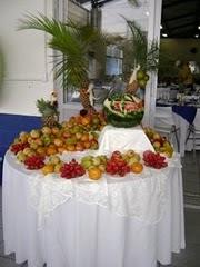 Mesa de Frutas Decorativa com frutas inteiras