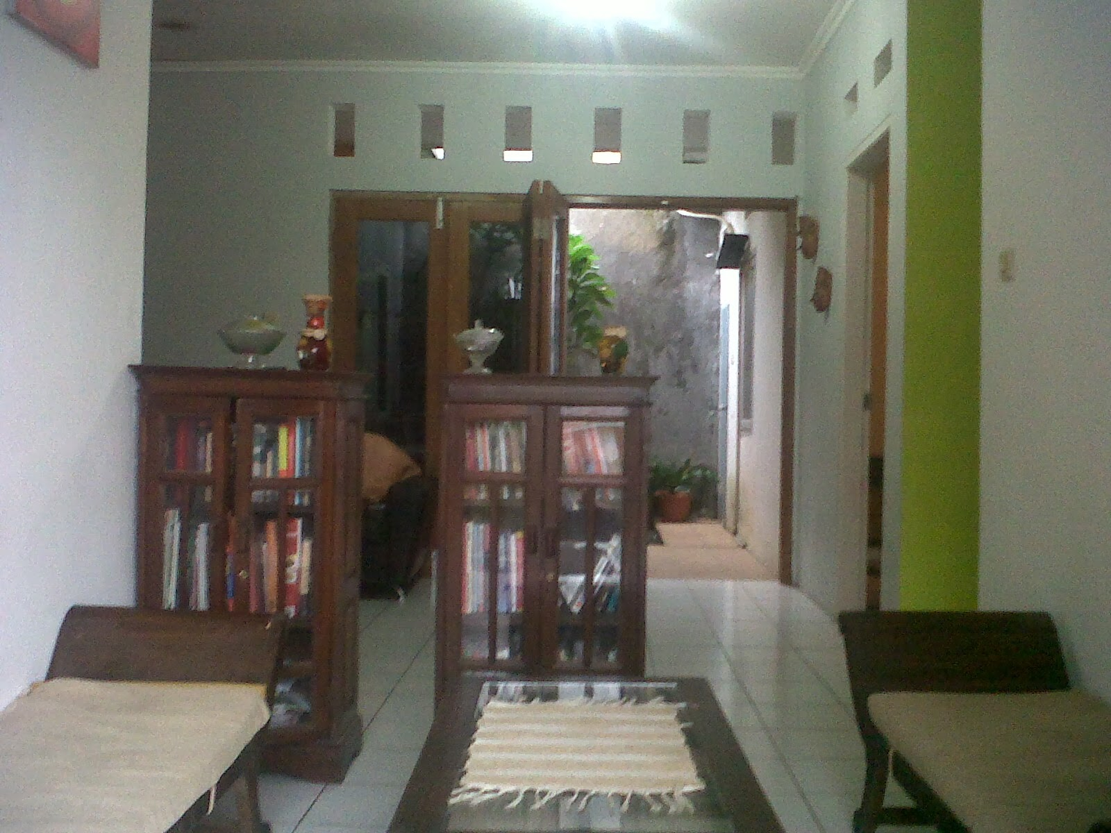 Ruang Dapur Yang Lengkap Dengan Kulkas Kompor Meja Makan Kicthen Set Perabotannya