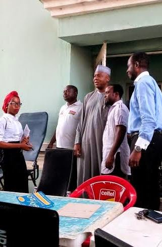 Former Kwara State Gov.,Bukola Saraki, Others Donate Blood For Nyanya Blast Victims – Photos