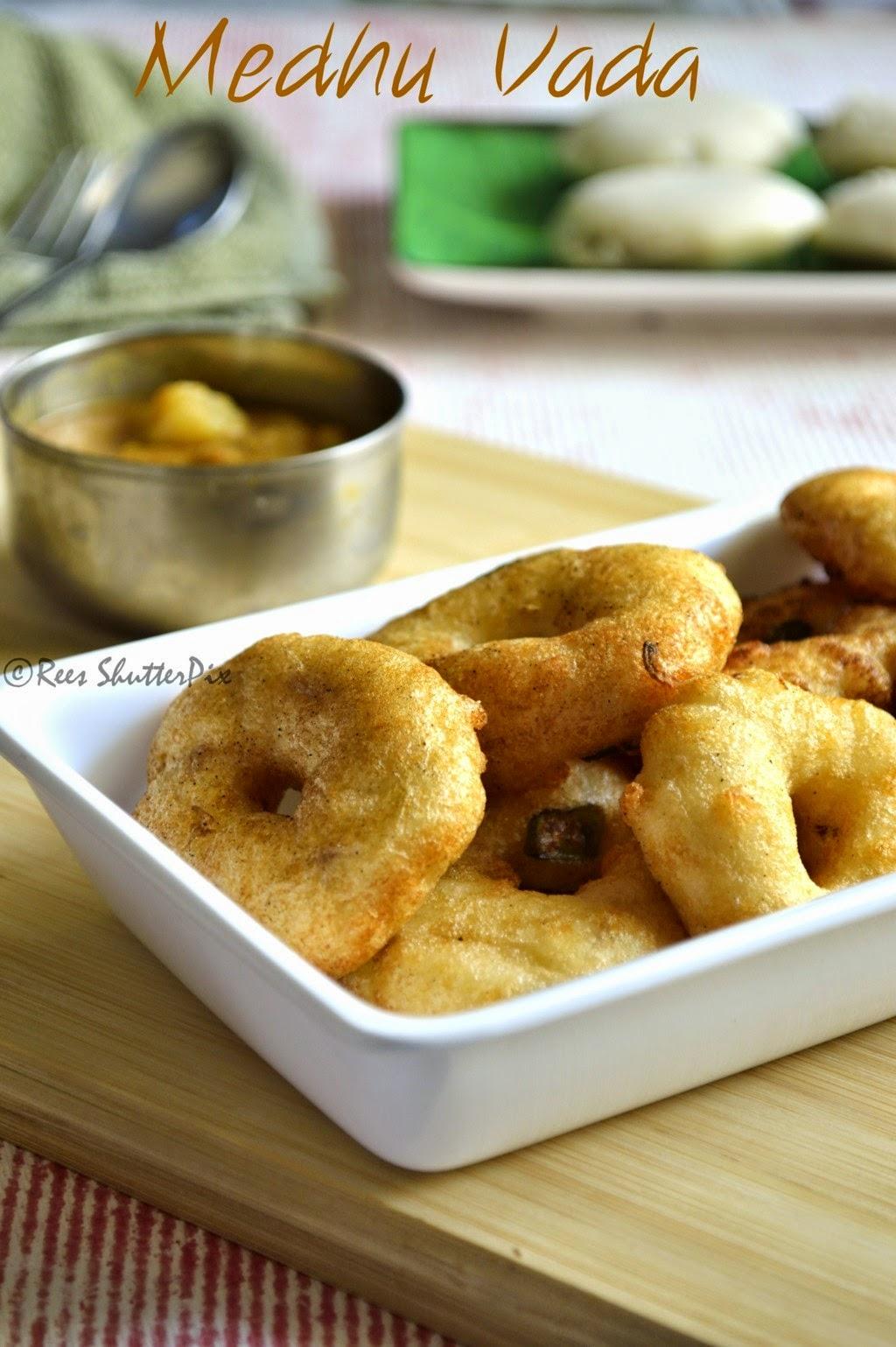 ulundu vada,medhu vadai recipe,ulundu vadai tips,ulundu vadai recipe with video,how to make medu vada step by step,how to make ulundu vada video,medu vada recipe,step by step ulundu vadai recipe, easy vada recipe, soft and crispy vada recipe, sambar vada recipe