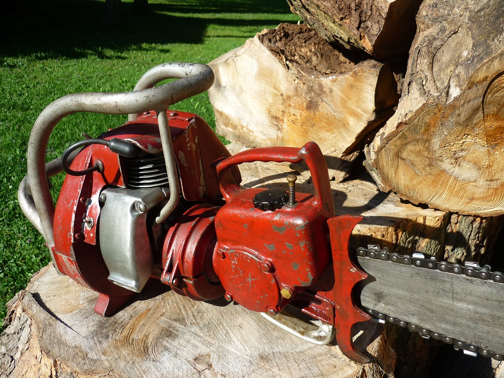 VINTAGE CHAINSAW COLLECTION: PM REDHEAD.