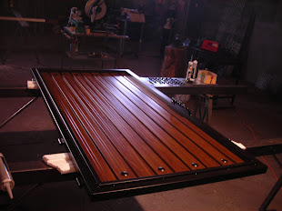 Puerta metálica imitación madera