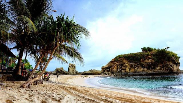 Pesona Pantai Klayar Yang Menakjubkan