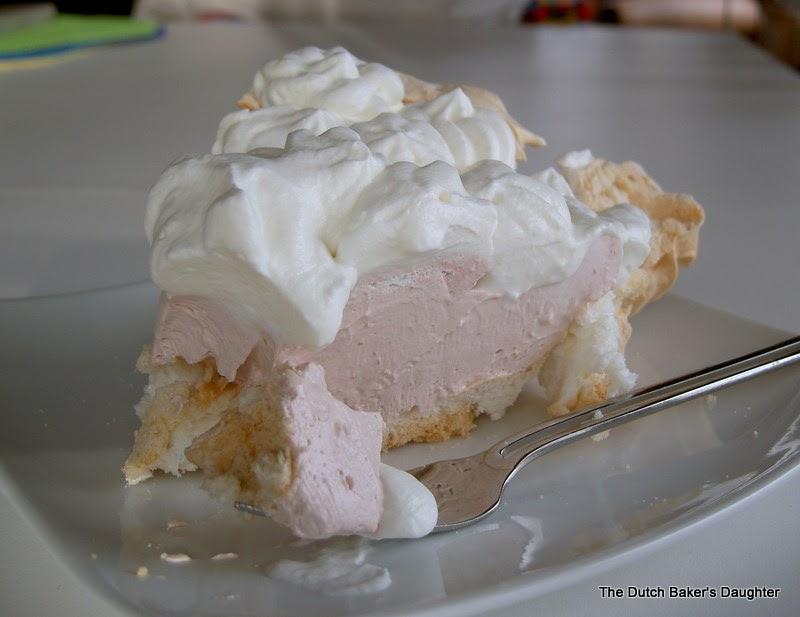 The Dutch Baker's Daughter: POM-Cranberry Angel Pie
