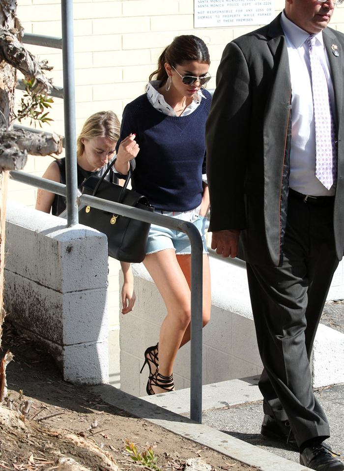 Selena Gomez Leggy, Shopping at 'GAP' Store in Santa Monica
