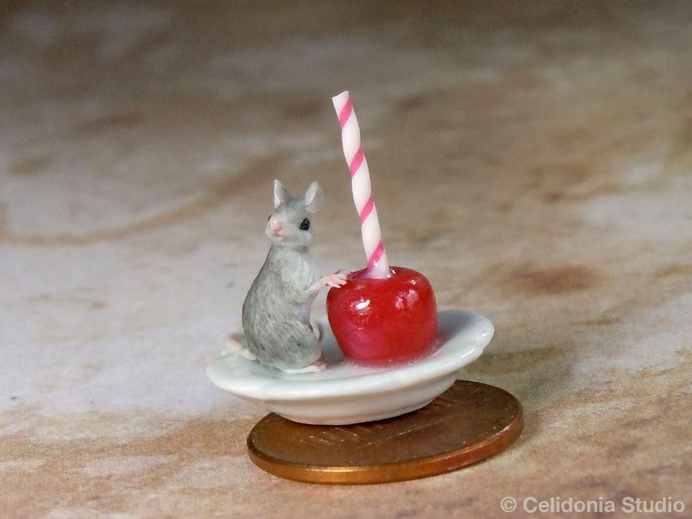 Topino in Miniatura su Mela Caramellata