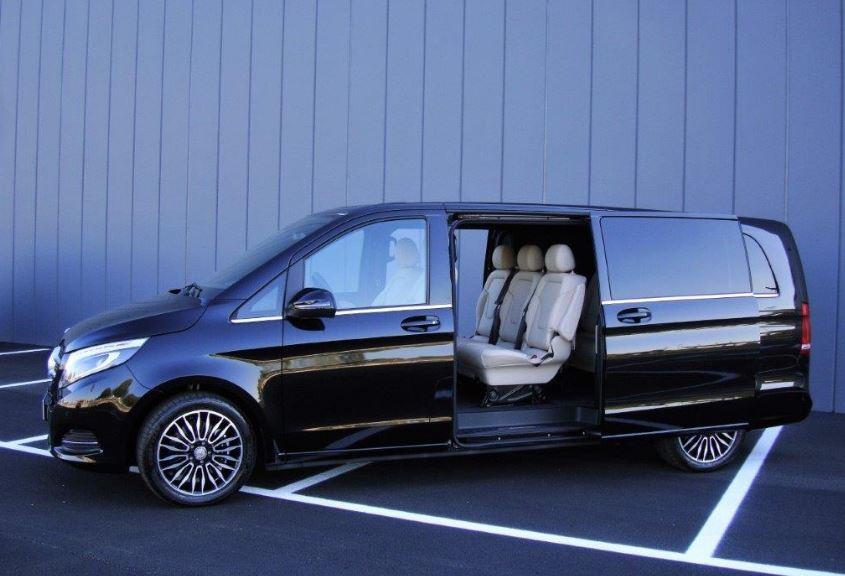 """MERCEDES - Serie """"V"""" Monovolume 8 posti (max 7 passeggeri) 250 Premium Extralong"""