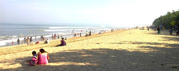 Atmosphere of Kuta Beach on Sunday morning