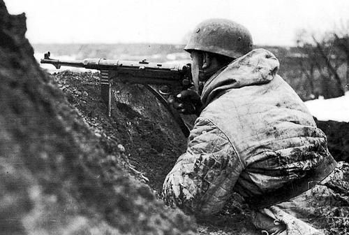 German paratrooper armed with an MP-40 submachine gun, in the trench on the Eastern Front; winter of 1942-1943..
