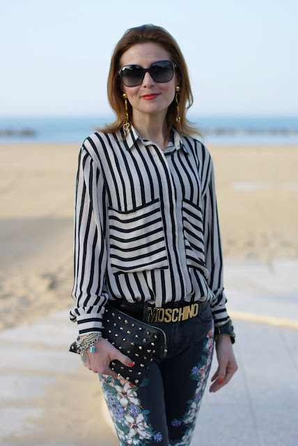 Romwe striped shirt, Moschino belt, flower jeans