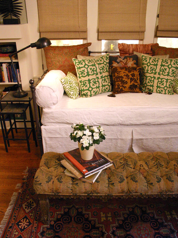 Daybeds 2013 Ideas from HGTV | Modern Furniture Design